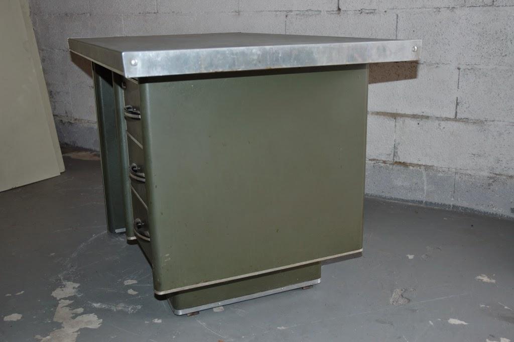 steeloft bureau atal ou strafor. Black Bedroom Furniture Sets. Home Design Ideas