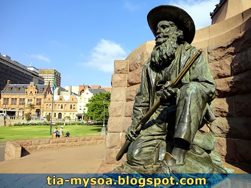 One of four statues: Anonymous Boer citizen-soldier - Church Square, Pretoria.