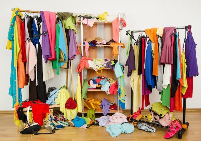 closet desordenado