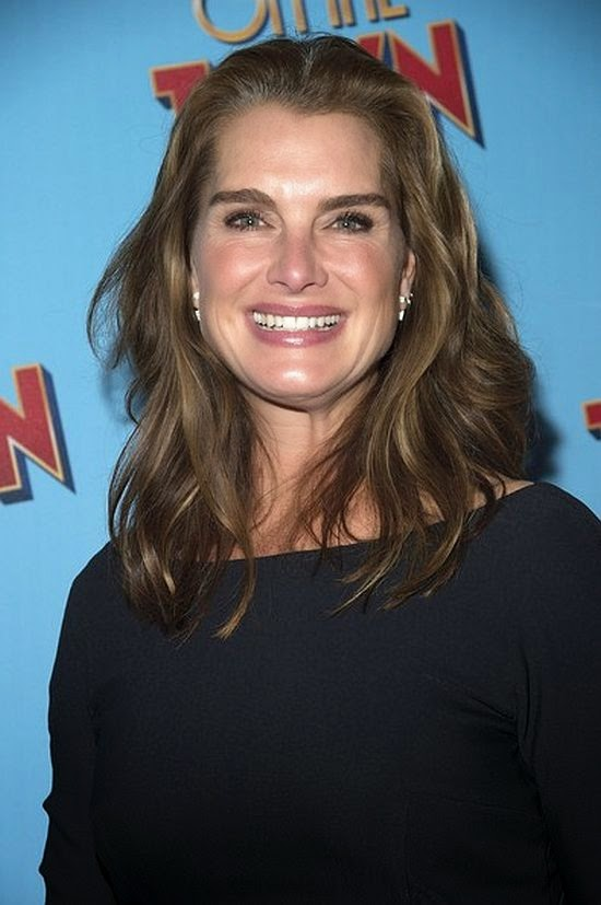 We can't tell that Brooke Shields likes to showing off more about her beautifully point. The actress's so chic, even just grabbing a bite to eat, but on those fashion garment at New York City, USA on Thursday, October 16, 2014. . . . .She's really not lonely.