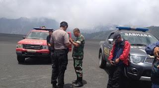 Untuk itu aparat Gabungan Polri, TNI, Satpol PP dan Badan Penanggulangan Bencana Daerah (BPBD) intensif lakukan patroli