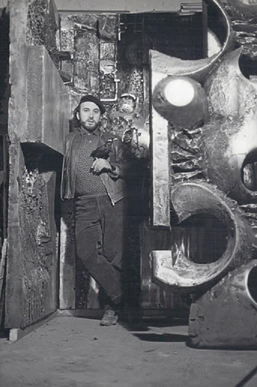 1970 - JORDI BONET ET UN OISEAU DEVANT LA CABINE ET LA MURALE DE SOREL