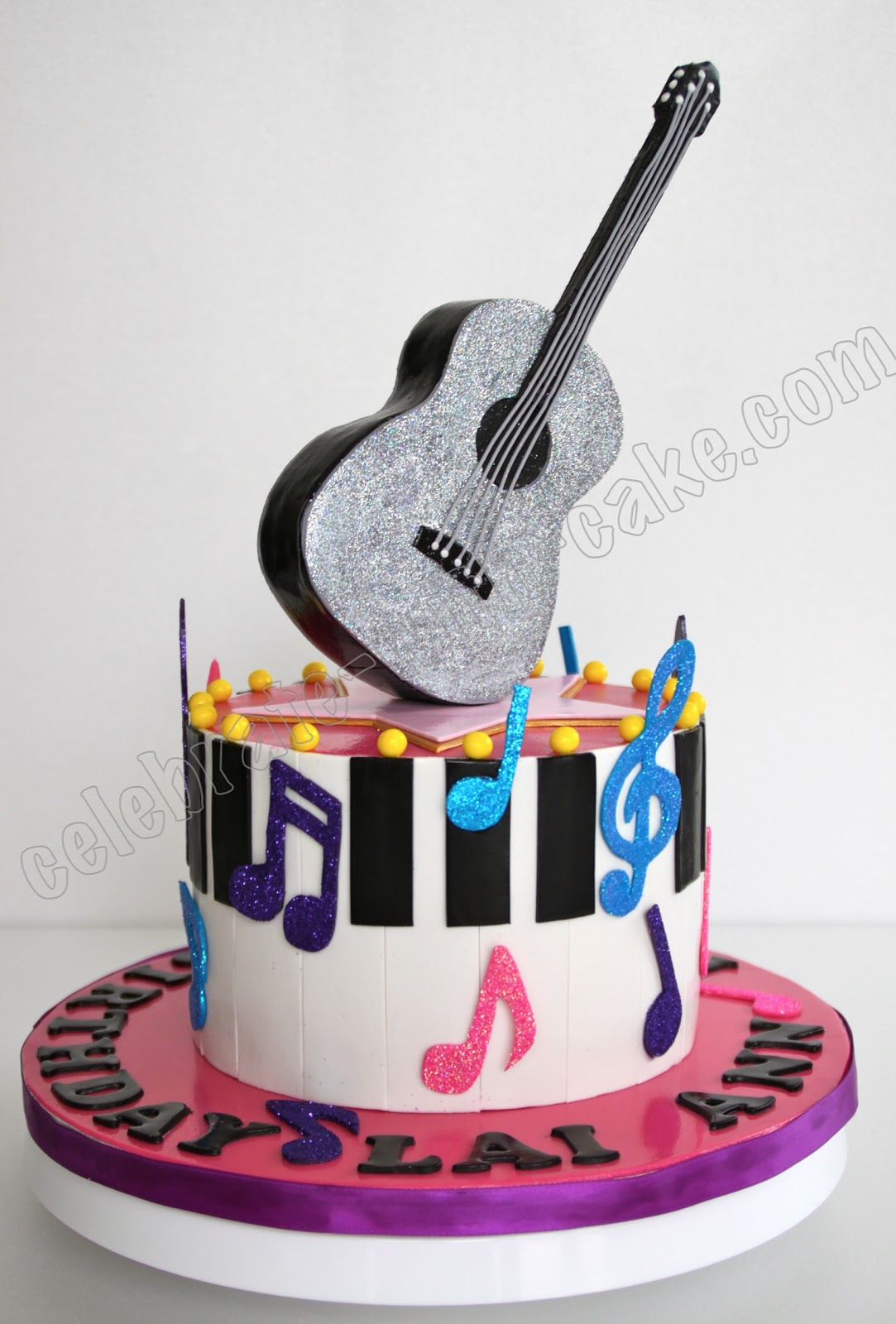 Taylor Swift S Glittery Guitar And Piano Cake