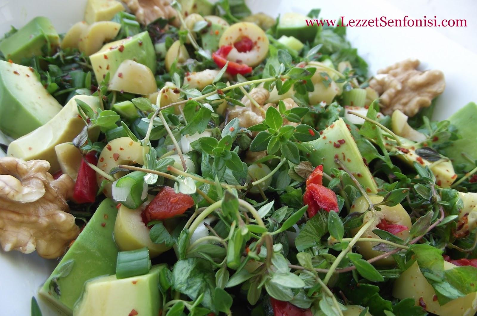Çilekli kuşkonmaz salatası tarifi