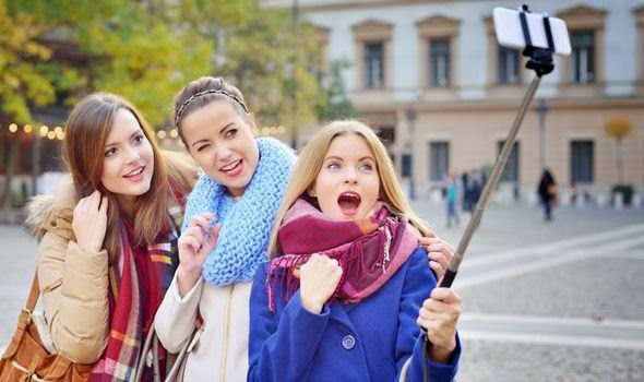 Selfie Stick: New Trend Not to Be Missed | Girls with a selfie stick