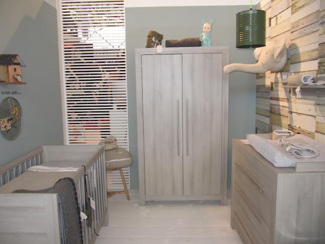 Babykamer Behang Konijn : Leuk hoor dat behang met steigerhout motief.