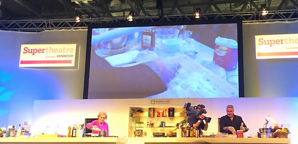 mary berry paul hollywood cooking demonstration