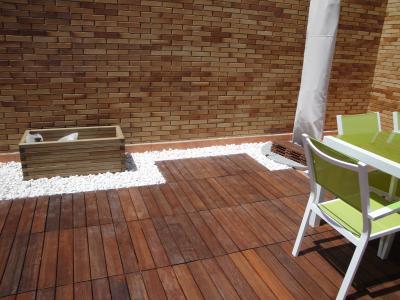 Suelo madera terraza materiales de construcci n para la for Materiales para suelos