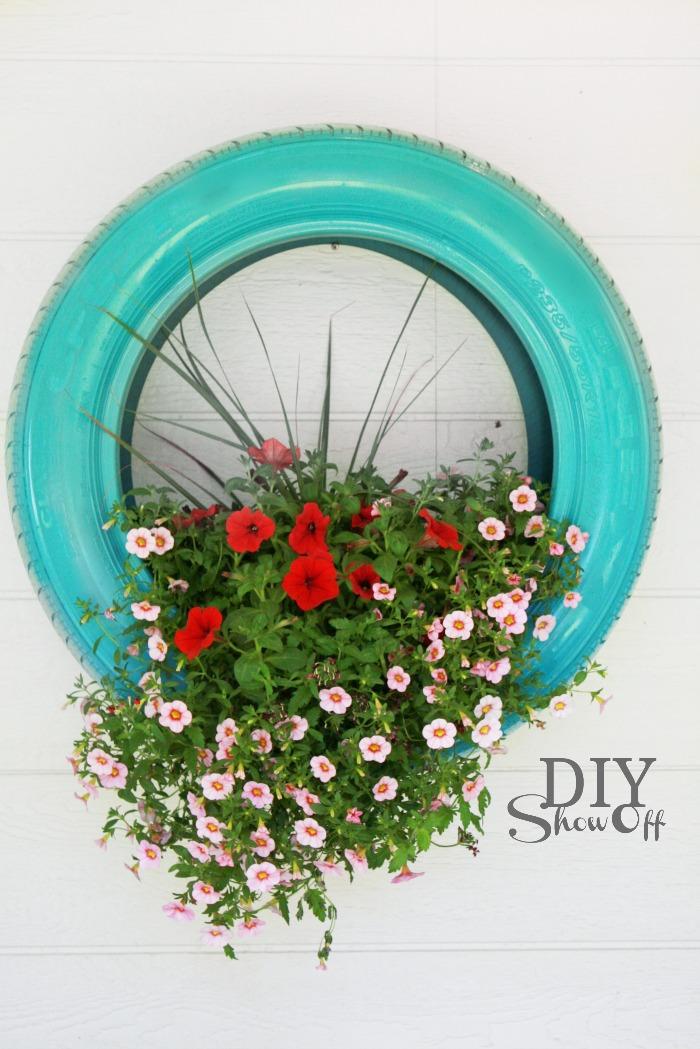 diy un pneu recyl en jardini re initiales gg. Black Bedroom Furniture Sets. Home Design Ideas