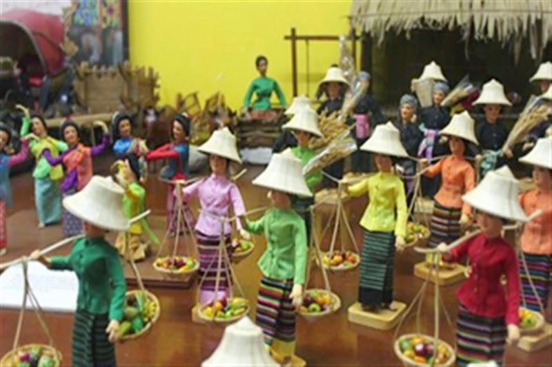 Joy in Thailand: Bambole popolari in miniatura