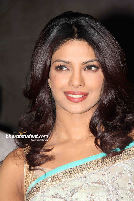 Labels: Bollywood Actresses, bollywood saree wallpapers, Priyanka Chopra