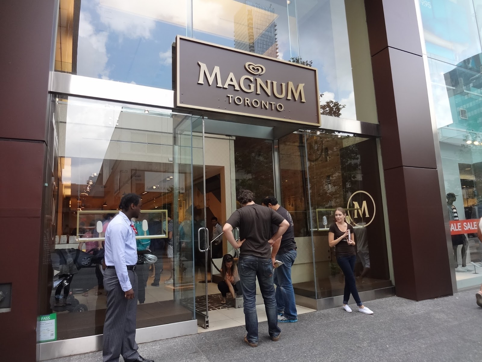 Hard to please food blog more magnum pleasure store for Magnum pop up shop