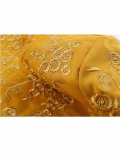 Vestido corto amarillo con bordado a mano en mangas y pecho