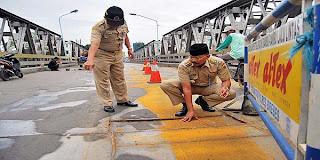 Bupati Brebes Periksa Kerusakan Jembatan Pemali Pantura