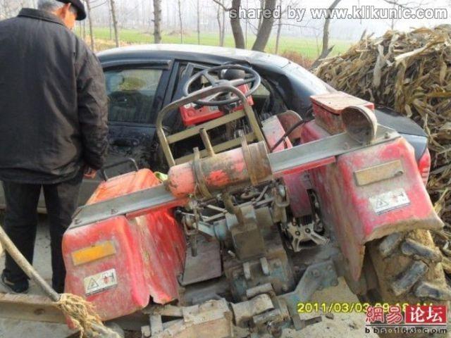http://2.bp.blogspot.com/-M3bUKP0Llf0/TXhQbdEKYoI/AAAAAAAAQko/UhxD_vFzDUo/s1600/the_tractor_and_640_07.jpg