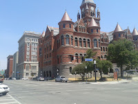 Fostul tribunal, actual birou de informatii pentru turisti