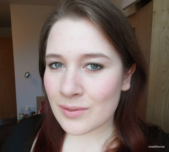 minimal daytime smokey eye makeup look