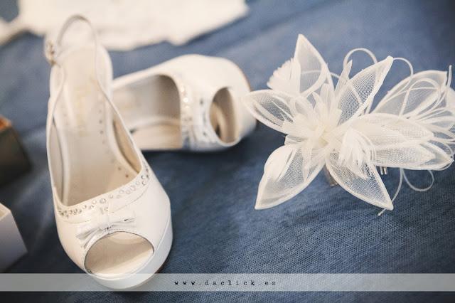 zapatos y tocado de novia