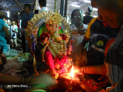 Ganpati Arti being performed before visarjan
