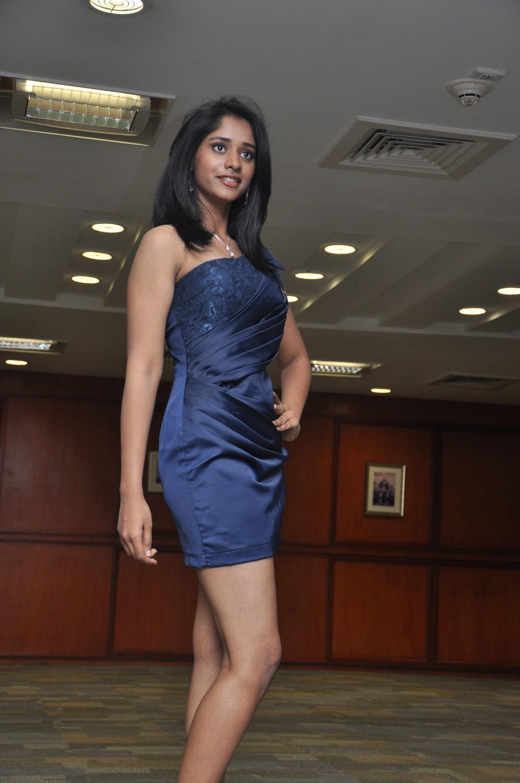 Sexy indian priya - 1 8