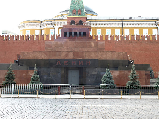Red Square, Museum of the Great Patriotic War, Second World War, ww2, wwII, soviet, soviet union, USSR, CCCP, Russia, Moscow, History, Mayakovskaya, Novoslobodskaya, Elektrozavodskaya Shosse, Entuziastov, Nakhimovsky Prospekt, Park Pobedy, Ploshchad Revolyutsii, Victory Park, Prospekt Mira, Kievskaya, Komsomolskaya, socialist realism, hammer & sickle, Lenin, St. Basils Cathedral, Moscow Opera House, The Bolshoi theatre, opera, ballet, Bunker 42, museum, cold war, star, revolution, Lenin's Mausoleum, UNESCO, The Kremlin