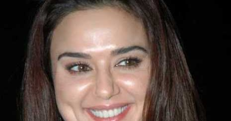 preity zinta hot photo collections   actress navel show
