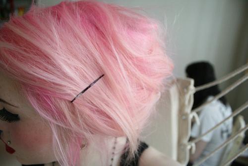 Couleur cheveux rose fluo