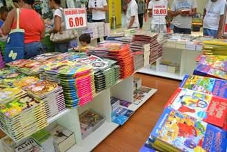 Santa Cruz Shopping promove feira de livros a preços populares