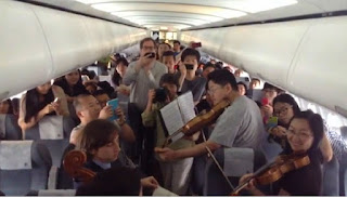 The Philadelphia Orchestra entertain passengers on delayed flight