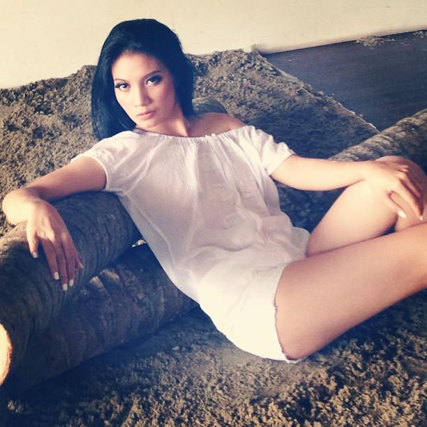 Majalah Popular Model Cantik Girindra Kara Model Maxim Indonesia Simak Foto Koleksinya Girindra Kara Di Bawah Ini