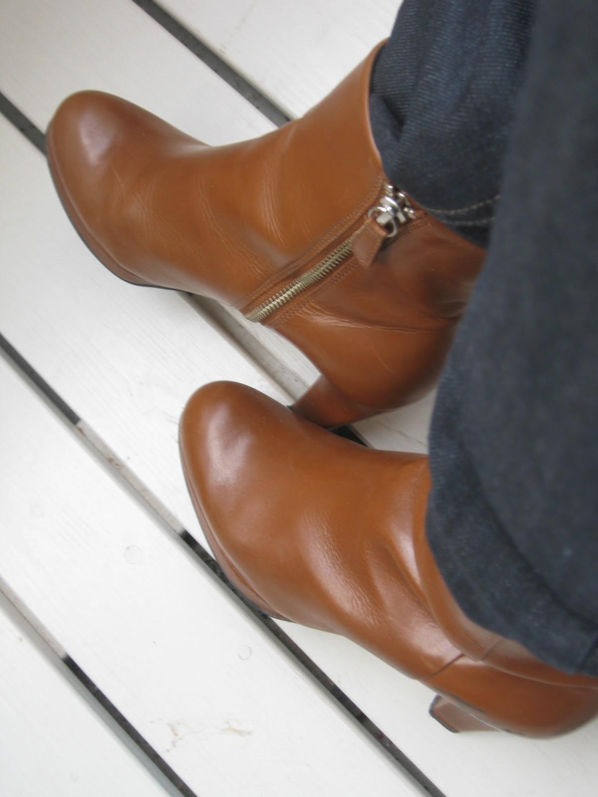 ruskeat kengät mustan puvun kanssa Savonlinna