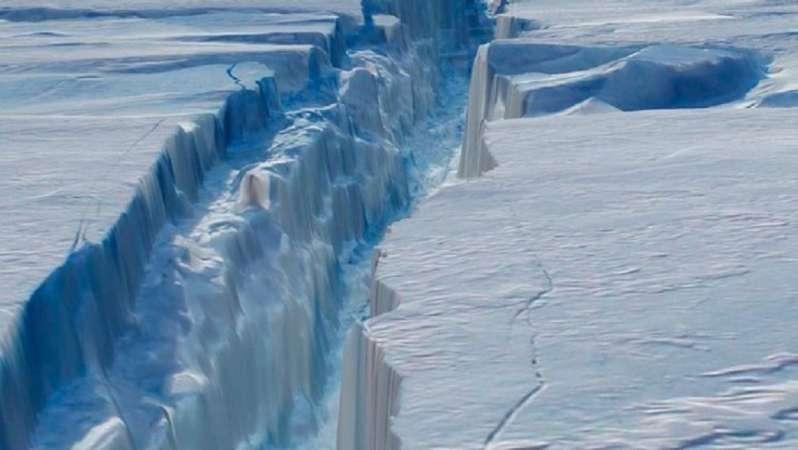 Λιώνει τεράστιος παγετώνας μεγαλύτερος από την Ισπανία! Τι λένε οι επιστήμονες