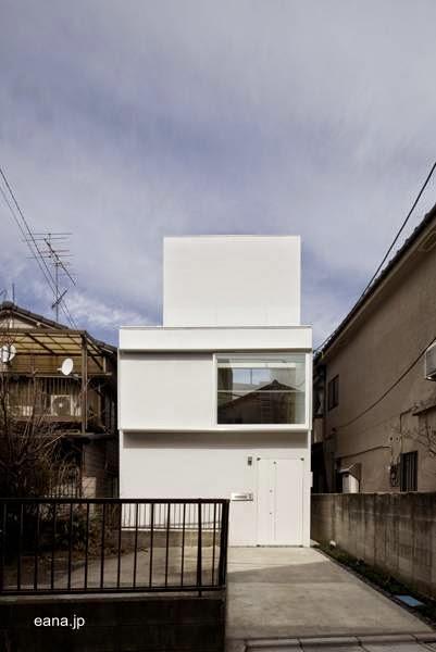 Frente a la calle de casa japonesa minimalista