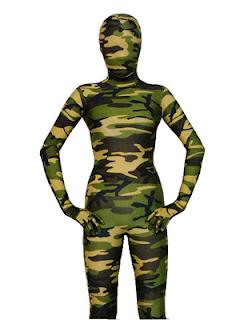 Camouflage par du vert militaire et faible contraste dans une jungle