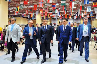 Les officiels de la Fide avec son énigmatique président Kirsan Ilyumzhinov aux Olympiades d'échecs 2012 à Istanbul © site officiel
