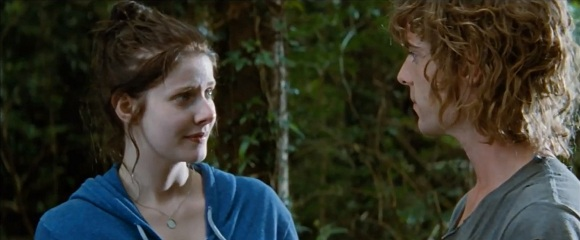 Rachel Hurd-Wood e Harry Treadaway em REFÚGIOS (Hideaways)