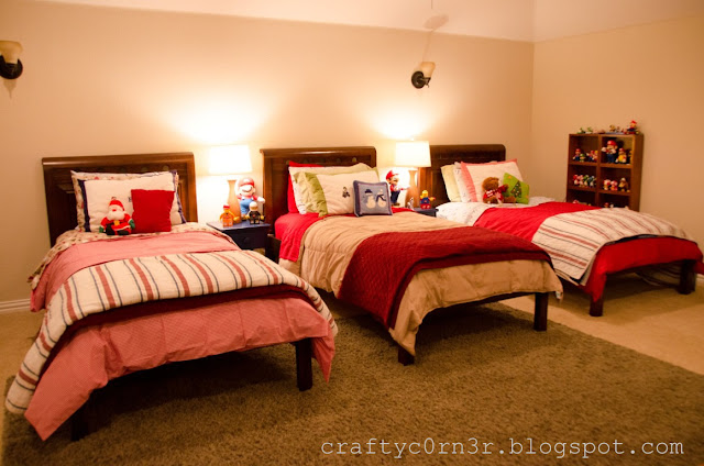 Craftyc0rn3r building 3 beds for 3 boys in 1 room for Bedroom ideas for 3 beds