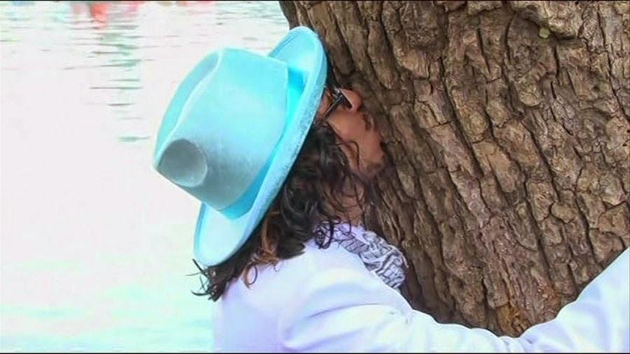 رجل يتجوز شجرة, عجائب, غرائب, صدق أولا تصدق