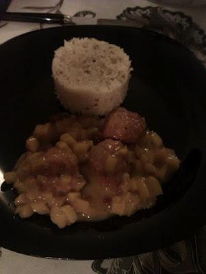 Albóndigas con salsa de manzana y curry