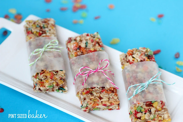 The kids are going to love getting these Pebbles Cereal Granola Bars in their lunch. You'll love that they are packed with flaxseed, nuts, and dried fruit.