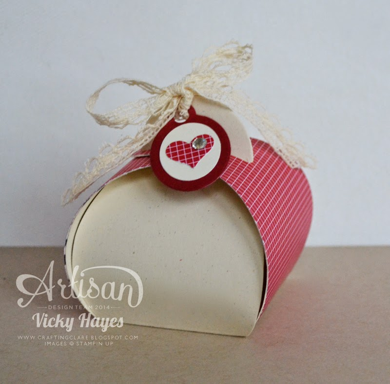 UK Stampin demonstrator Vicky Hayes shows how to decorate the Curvy Keepsake box