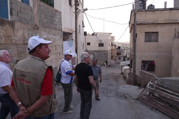 Brrasileiros nas ruas do acampaento de refugiados palestinos