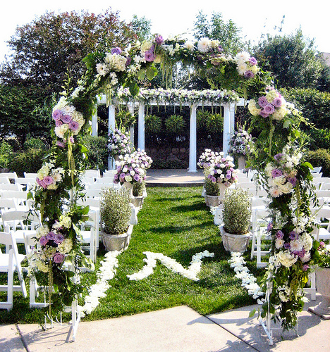 Tips regarding flowers marriage ceremony bouquets and table decorations - Garden wedding decorations pictures ...