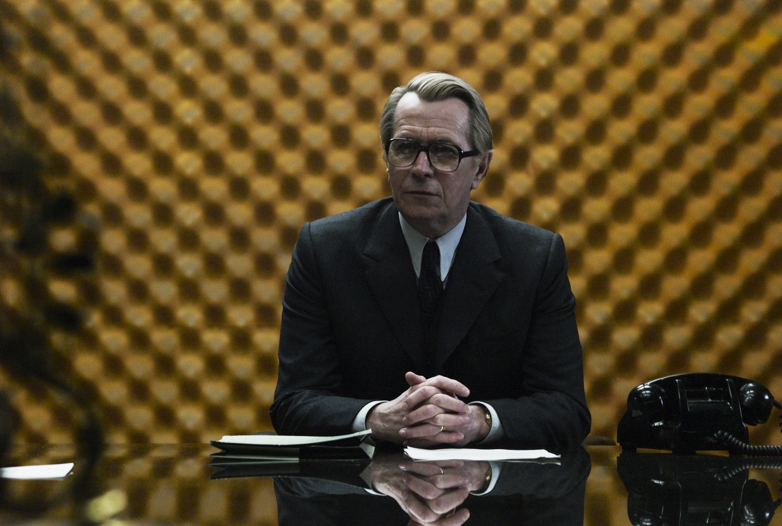 http://2.bp.blogspot.com/-M7SN_DSbCeY/ToE1_gSvykI/AAAAAAAAHW8/lLXWvlkPF4s/s1600/Smiley+in+front+of+yellow+soundproofing+Gary+Oldman+Tinker+Tailor+Soldier+Spy.jpg