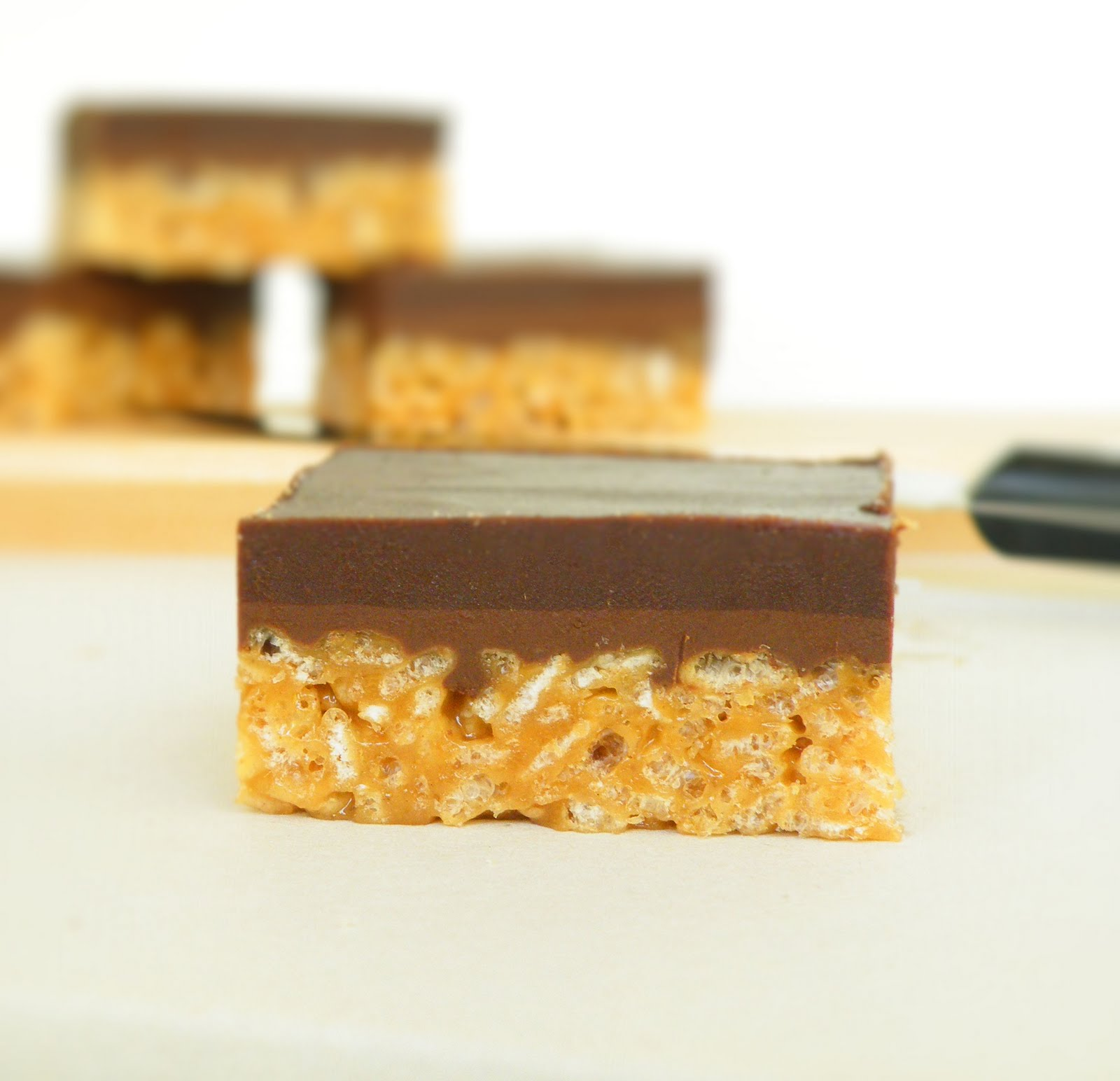 Vittles and Bits: Crispy Peanut Butter Nutella Bars
