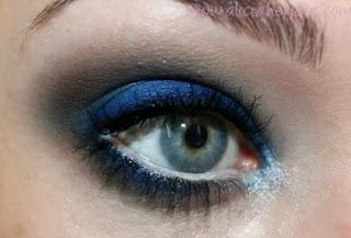 Maquillaje azul electrico