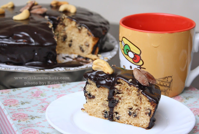 a photo of Peanut Butter and Choco Chip Cake