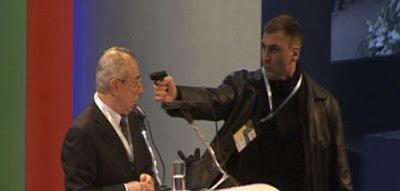 فشل محاولة اغتيال على المباشر لزعيم تركي الأصل في بلغاريا بسبب تعطل المسدس