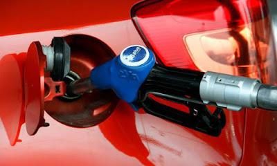 Όργιο κερδοσκοπίας: Να γιατί δεν πέφτει η τιμή της βενζίνης
