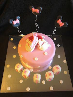 tarta; baby shower; minnie; disney; tarta decorada, tarta fondant; fiesta infantil; fiesta nacimiento; bautizo; cumpleaños;